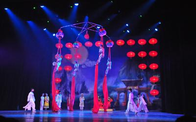 美轮美奂并带有中国元素的舞美设计