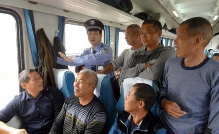 火车上的小挂钩是干什么用的?