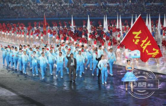 全运会开幕式雨中进行 吉林省代表团第八个出场