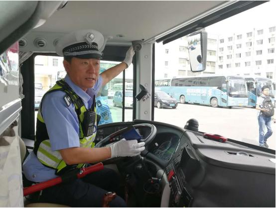 交通秩序整治攻坚战!长春交警抽检公路客运车辆无敌双环枪