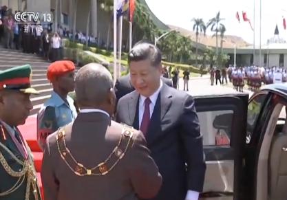习近平会见巴布亚新几内亚总督达达埃