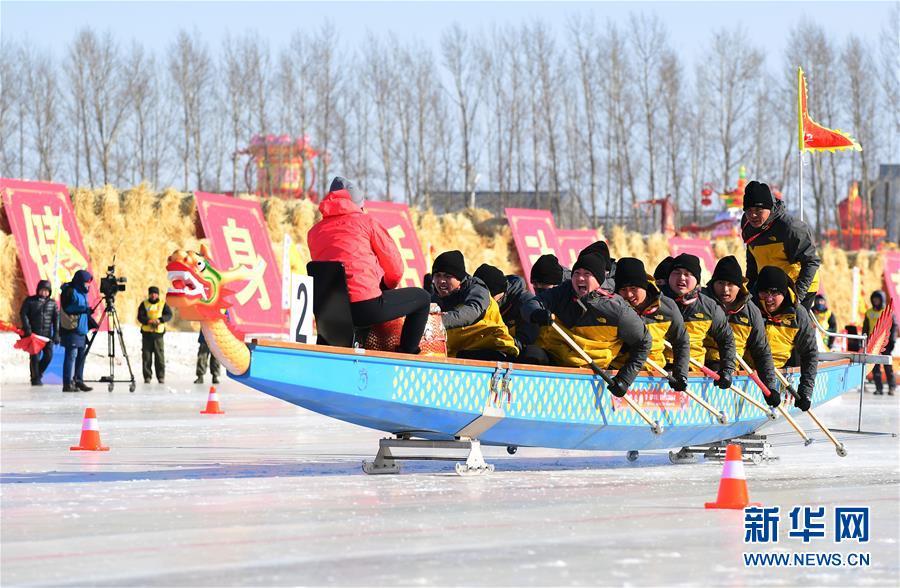 (体育)(2)吉林市举行冰上龙舟公开赛