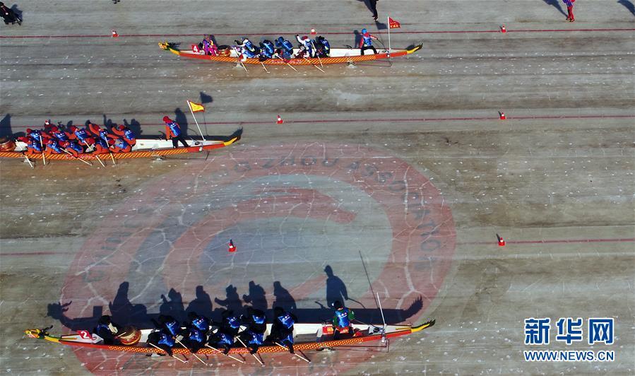 (体育)(5)吉林市举行冰上龙舟公开赛