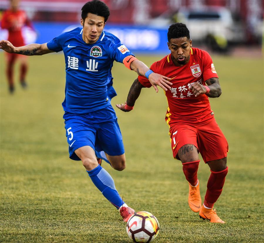 (体育)(2)足球——中超:长春亚泰胜河南建业