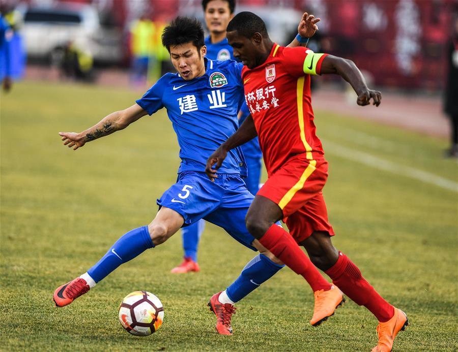 (体育)(6)足球——中超:长春亚泰胜河南建业