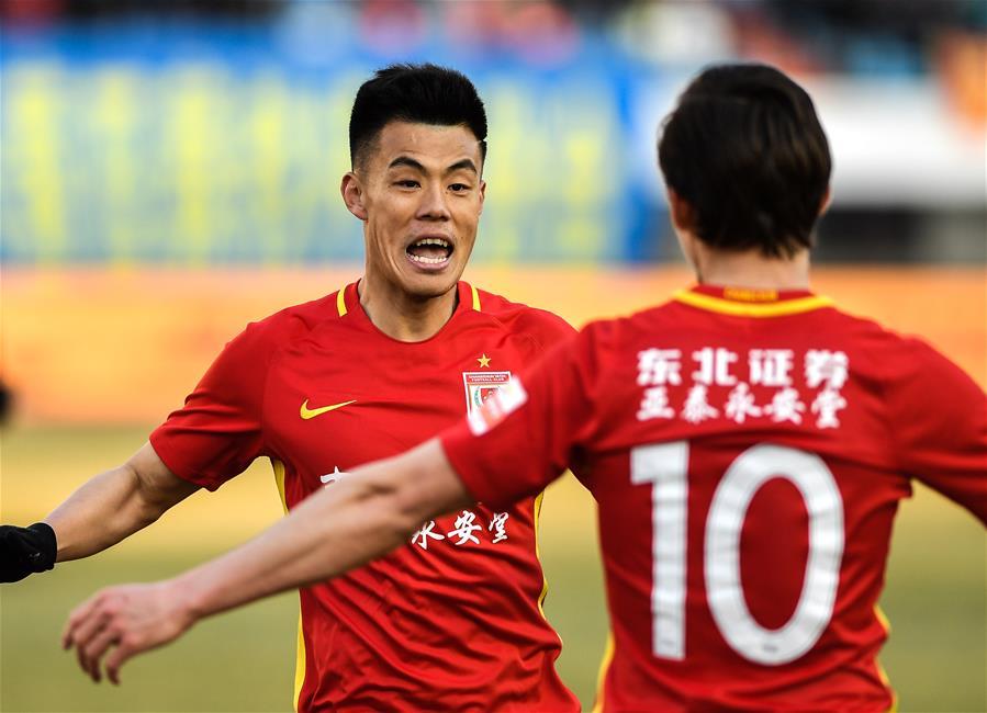 (体育)(8)足球——中超:长春亚泰胜河南建业