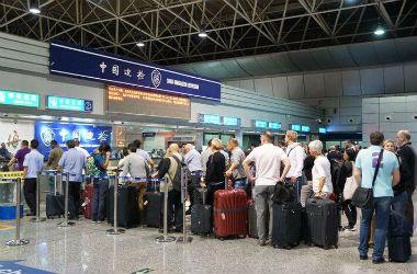 端午节起中国公民出入境通关排队不超半小时