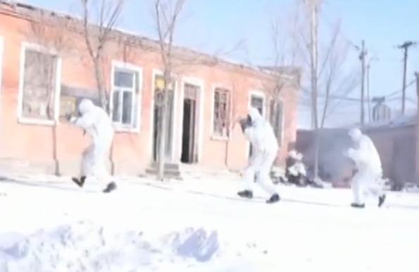 [新闻直播间]武警 天山雪野 特战队员锤炼反恐本领