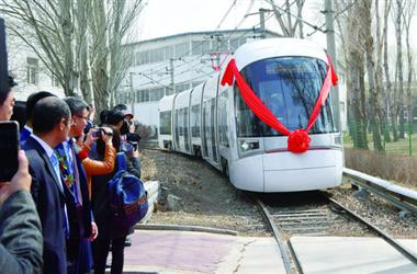 防护等级一流的轻轨车在长下线