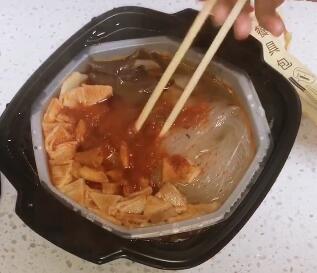 晚上饿了好尴尬,还好有小火锅!失眠的夜晚,什么和火锅最配呢?