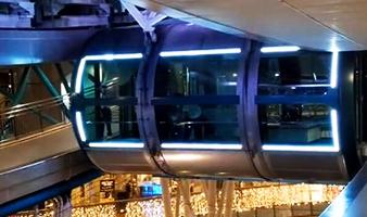可以同时乘坐28人的摩天轮