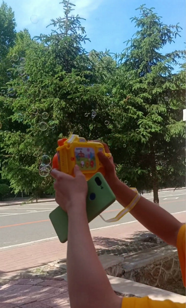 小朋友拥有的泡泡机,好吧那我们就是小朋友,今年三岁!