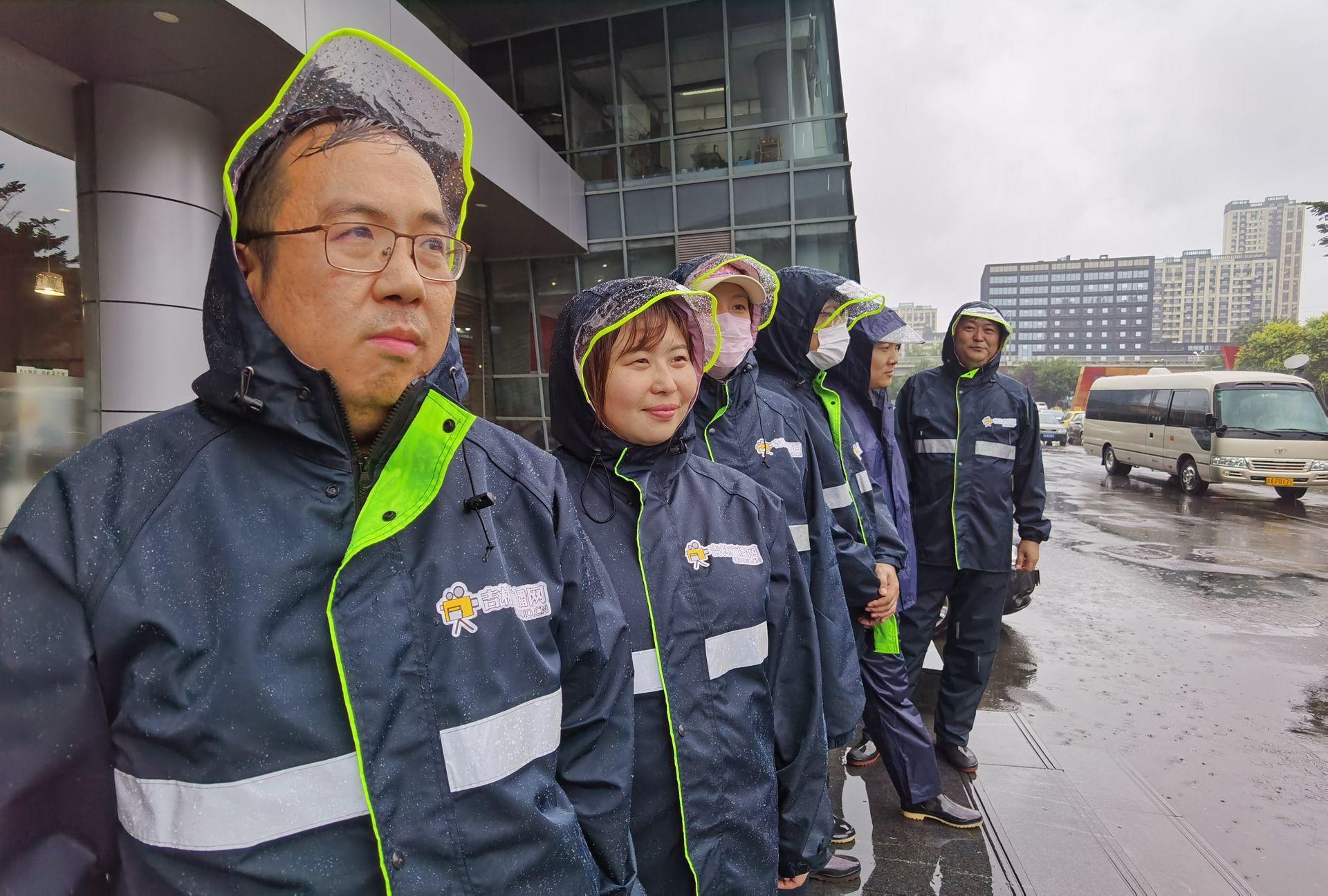 台风中逆行的吉林广播网记者