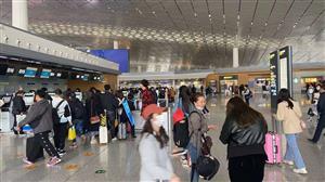 五一小长假已开启 长春龙嘉机场实况