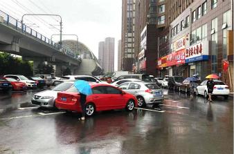 暴雨!市民出行注意安全
